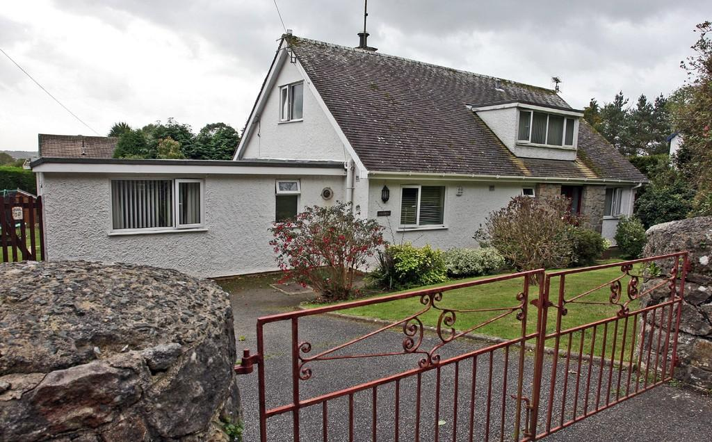 5 Bedrooms Detached Bungalow for sale in Penmynydd Road, Llangefni, North Wales