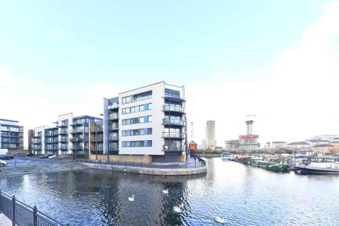 2 bedroom apartment to rent - Boardwalk Place, London, E14 5GE