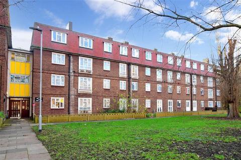 1 bedroom ground floor flat for sale - Bastable Avenue, Barking, Essex