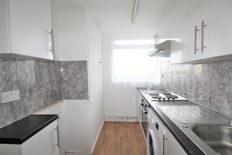 2 bedroom flat to rent - Joyce Avenue