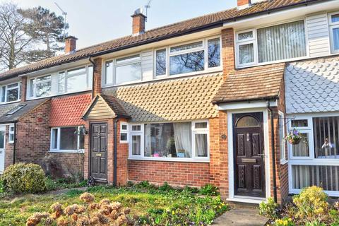 3 bedroom terraced house to rent - Castleton Court, Marlow