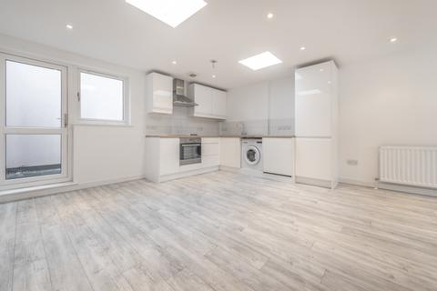 2 bedroom house to rent - Blagdon Road London SE13