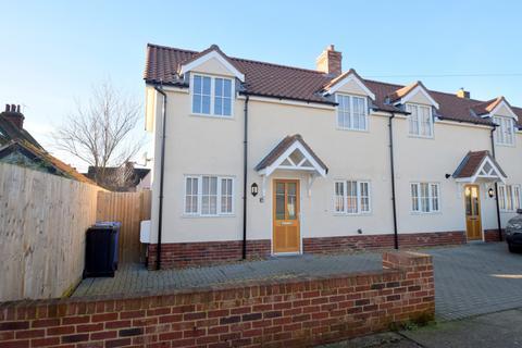2 bedroom semi-detached house for sale - Bradfield Avenue, Hadleigh