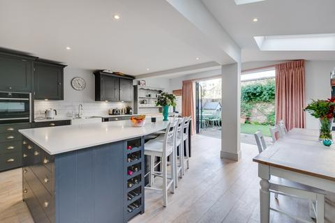 5 bedroom terraced house for sale - Sarsfeld Road, London SW12