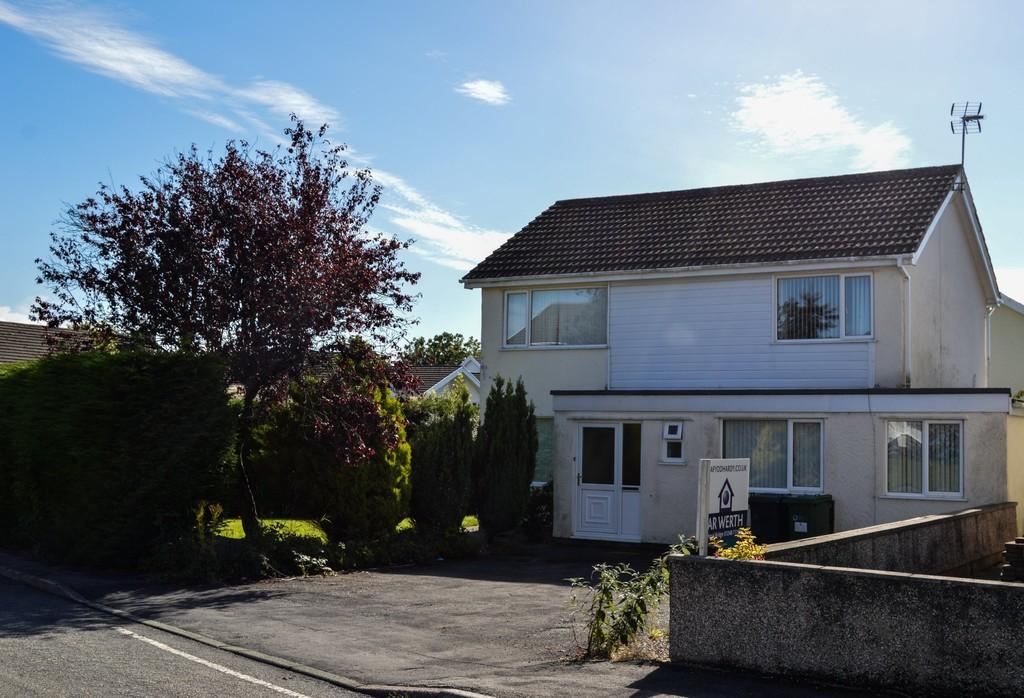 5 Bedrooms Detached House for sale in Mill Bank Estate, Llandegfan, North Wales