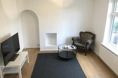 3 bedroom end of terrace house to rent - Rowney Gardens, Dagenham, RM9 4PR