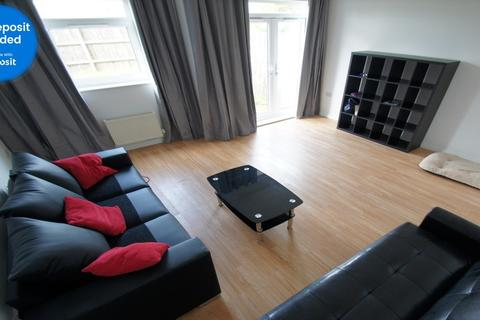 4 bedroom end of terrace house to rent - Paladine Way, Coventry, CV3 1NE