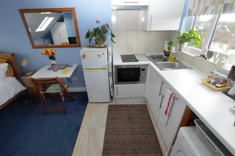 Studio to rent - Sydenham Road, Croydon