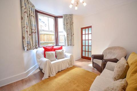 2 bedroom ground floor flat for sale - Lordsmead Road, N17