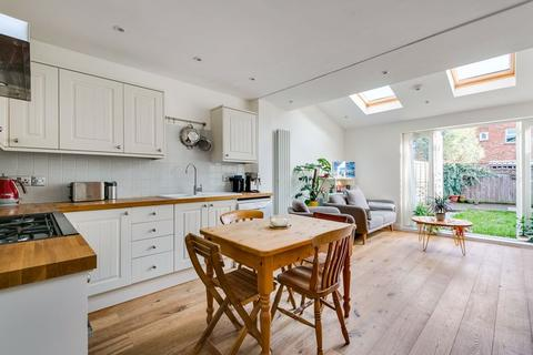 2 bedroom apartment for sale - Trentham Street, London
