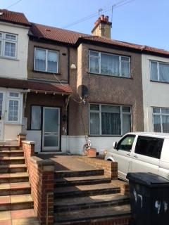 4 bedroom detached house to rent - PARK ROAD, HENDON, NW4 3PA
