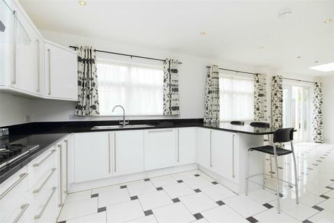 4 bedroom semi-detached bungalow to rent - Lowfield Road, London, W3