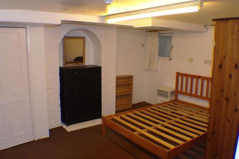 Studio to rent - Queens Road, Newbury, Berkshire