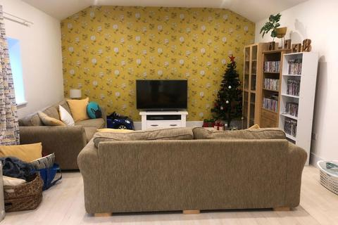 Studio to rent - Beccles Drive, Barking