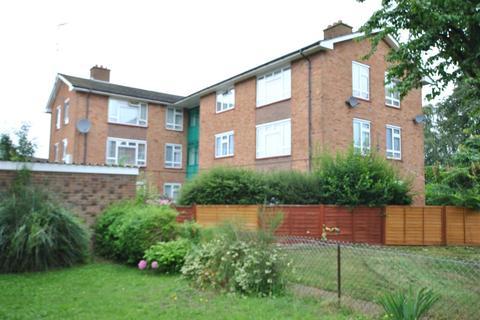 3 bedroom flat to rent - Moorfield Road, Uxbridge,