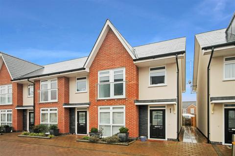 3 bedroom end of terrace house for sale - Stabler Way, Poole
