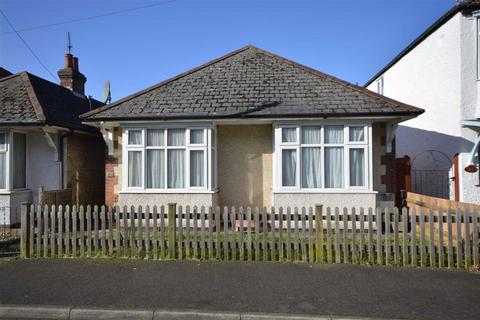 2 bedroom detached bungalow to rent - Star Road, Ashford, Kent