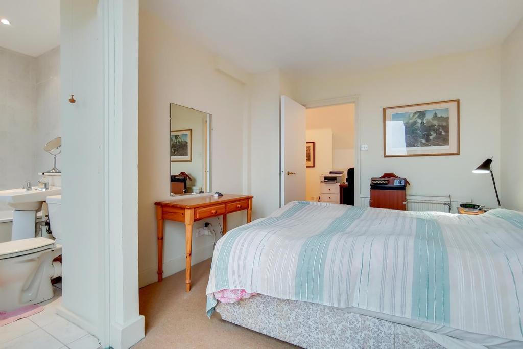5 Master Bedroom 1.jpg