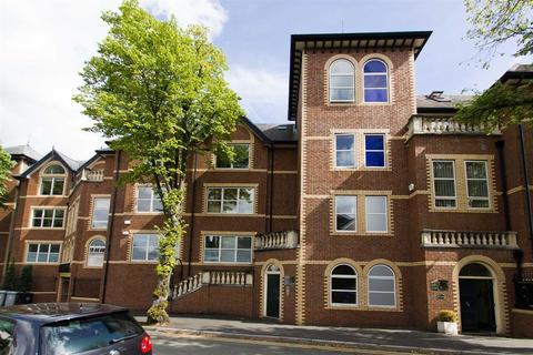 2 bedroom apartment to rent - Richmond Court, Hale, WA14 2XQ.