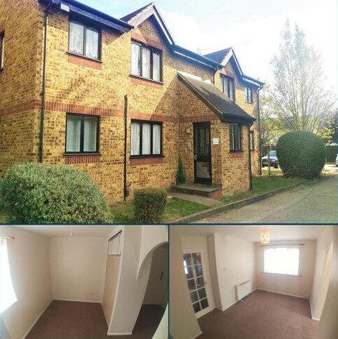 Studio to rent - Vignoles Road , Romford , Essex RM7
