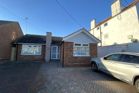 2 bedroom detached bungalow to rent - Barton Hill Drive Minster On Sea ME12