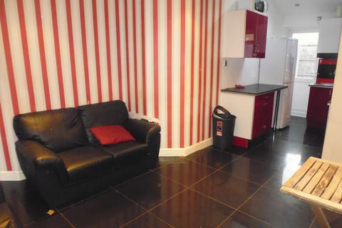 5 bedroom end of terrace house to rent - Balham, Claplam South, tooting bec, London SW12