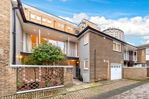 3 bedroom terraced house to rent - William Mews Knightsbridge SW1X