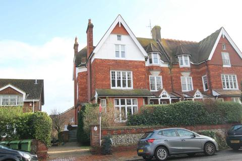 3 bedroom flat - Granville Road, Eastbourne, BN20 7EG