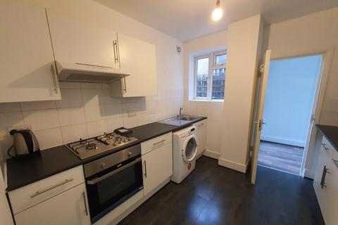 2 bedroom flat to rent - Foxbourne Road, Balham, SW17 8EN