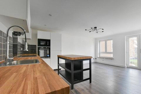 2 bedroom apartment for sale - Sunnydene Close, Harold Wood, Romford, Essex, RM3