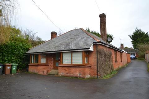 4 bedroom detached bungalow to rent - Charlton Road, Andover, SP10 3JU