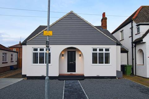 3 bedroom detached bungalow for sale - Milton Avenue, King's Lynn