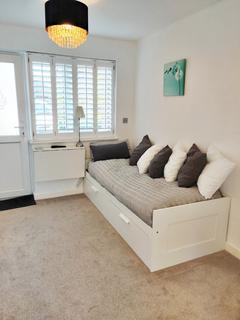 Studio to rent - Orchard Grove, Caversham