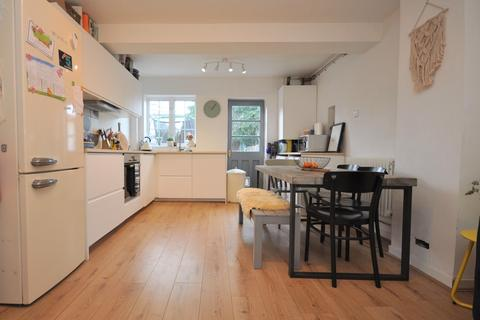 3 bedroom terraced house for sale - Arran Way, Esher