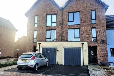 4 bedroom townhouse for sale - Portland Drive, Barry