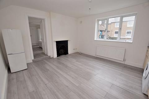 1 bedroom flat to rent - FIRST FLOOR! Spacious accommodation, READY to go!