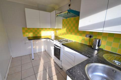 3 bedroom terraced house to rent - Chadwick Road, Manchester