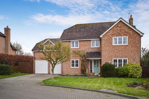 5 bedroom detached house for sale - Five Bedrooms - Views over fields at rear