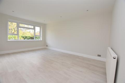 2 bedroom flat for sale - Hereford Close, Epsom