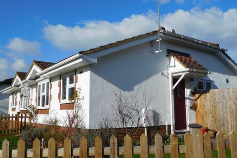 2 bedroom bungalow for sale - Fairfield Close, Kemsing, Sevenoaks
