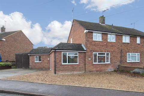 3 bedroom semi-detached house for sale - Jeans Way, Dunstable, Bedfordshire