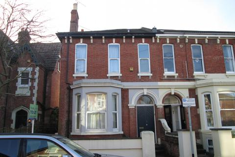 6 bedroom property to rent - St Ursula Grove, Southsea, PO5