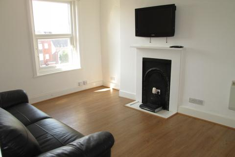 2 bedroom flat to rent - Clarendon Road, Southsea, PO4