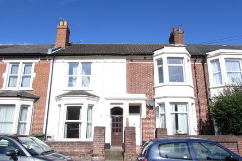 6 bedroom property to rent - St Peters Grove, Southsea, PO5