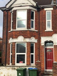 4 bedroom end of terrace house to rent - Highcliff Avenue