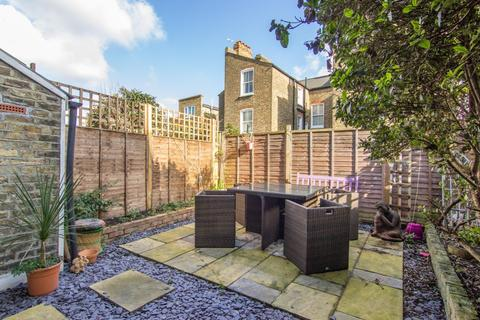 2 bedroom flat for sale - Thirsk Road, London, SW11