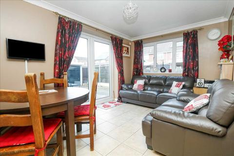 3 bedroom semi-detached house for sale - Dunmore Close, Lincoln
