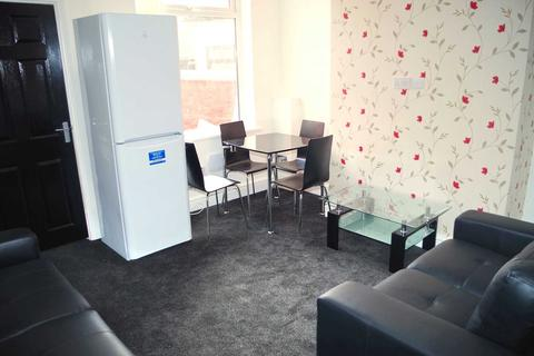 3 bedroom house share to rent - Lydford Street, Salford