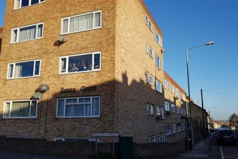 Studio - Studio Flat, Deana Court, Dalton Street, Gillingham, ME7 1EX