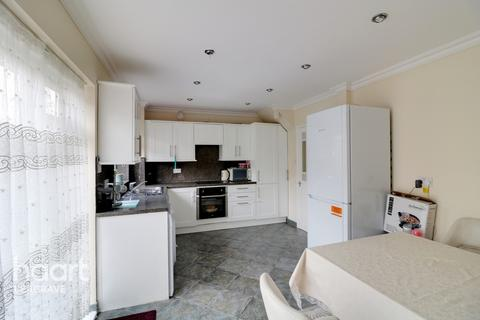 3 bedroom end of terrace house for sale - Paddock Close, Luton